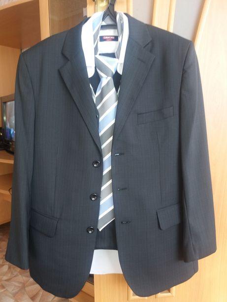Продаю костюм тройка
