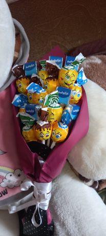 Продам букеты из конфет а так же гиганты рафаэлло и Ферерро роше