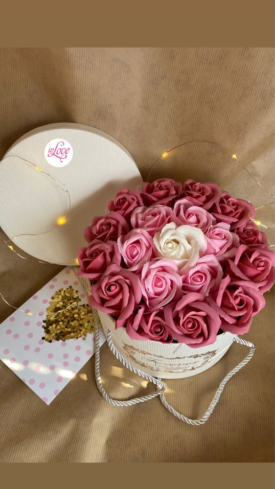 Вечни рози в кутия. Подарък за жена бал сватба рожден ден