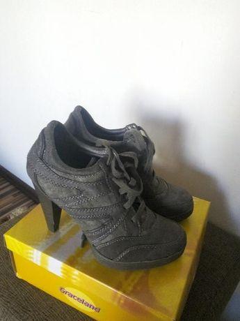 Vand pantofi dama