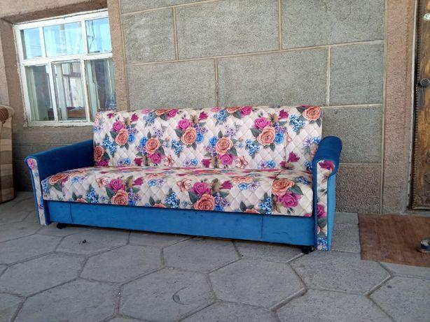 Продается диван раскладной в хорошем качестве