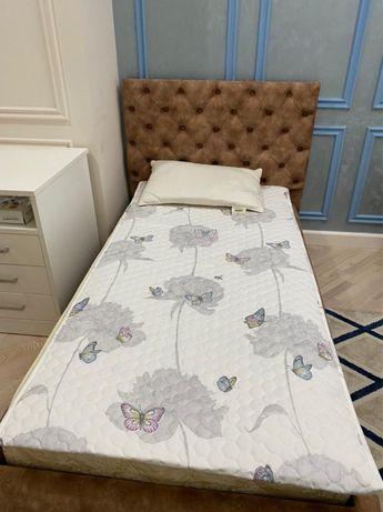 Кровать в хорошом состояний