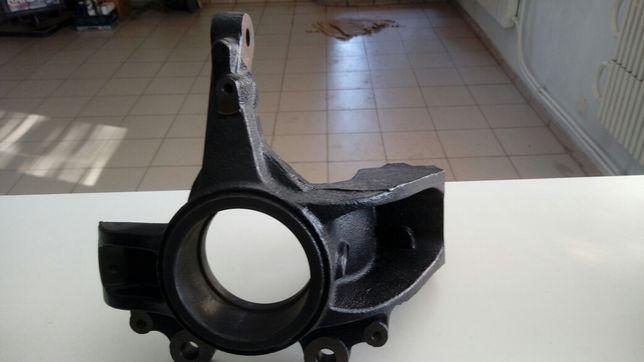 Поворотный кулак правый форд фокус 2 год 02-11г