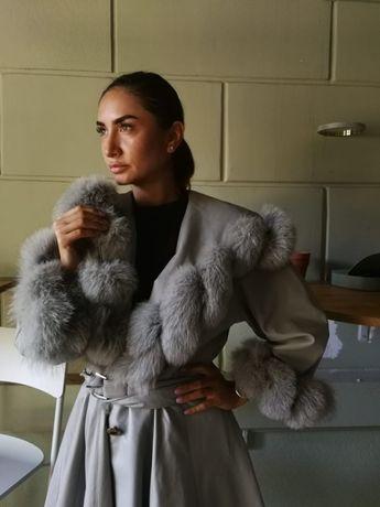 Vand haina din piele calitate exceptionala si blana naturala de vulpe