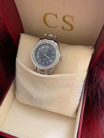 Стилен дамски часовник Цената подлежи на регулация