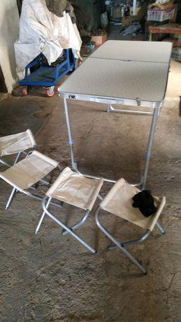 Продаю столик туристический с 4 стульями.
