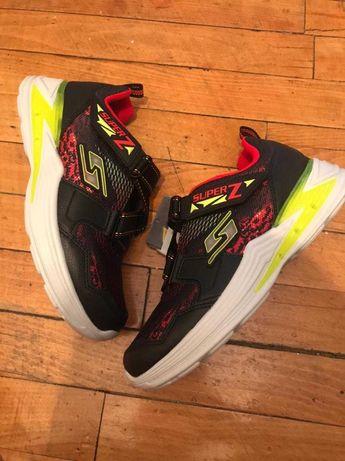 Новые кроссовки Skechers , светятся при ходьбе  35, 33,5, оригинал США