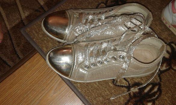 Златисти обувки 39 номер