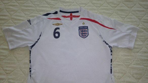 Продавам футболна фланелка на Англия