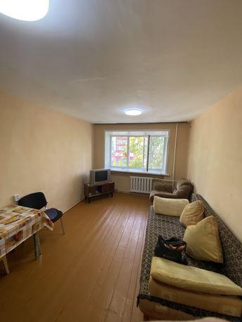Продам комнату в общежитии на среднем этаже , район ДБС