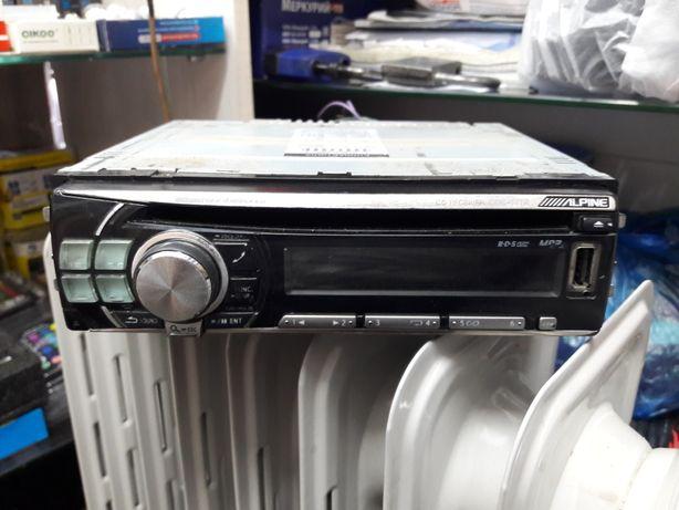 Магнитофон ALPINE-CDE-111R