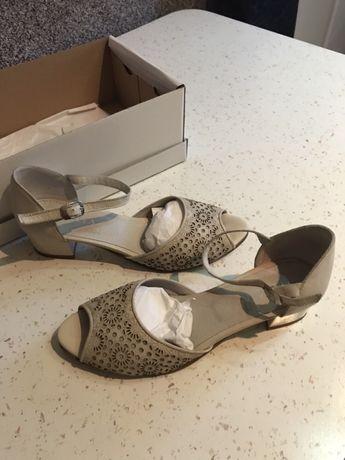 Vând sandale din piele marca Alea Calzature