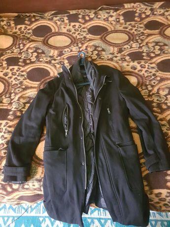 Зимно, мъжко палто Zara, 81% viscose, 16% polyester, 3% elastan.