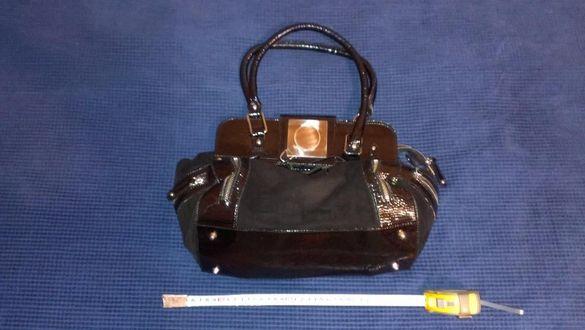 Дамска чанта черна лак и велур
