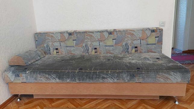 Продается диван б/у. В хорошем состоянии.