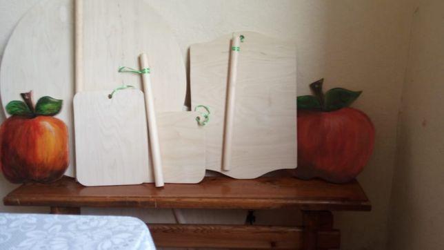 Скалки, разделочные доски, доски для раскатки теста, скалки, столы