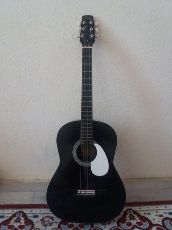 Продаётся гитара.