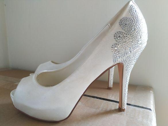 Сватбени обувки Menbur сатен с камъни
