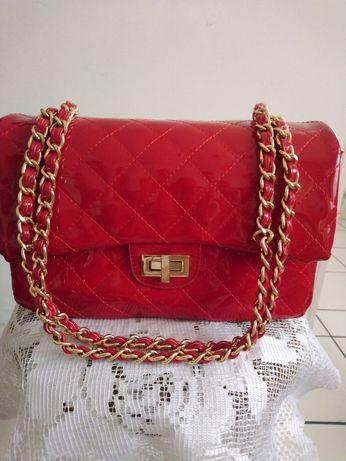 Уникална червена лачена чанта