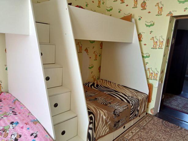 кровать 2- ная, с матрасами