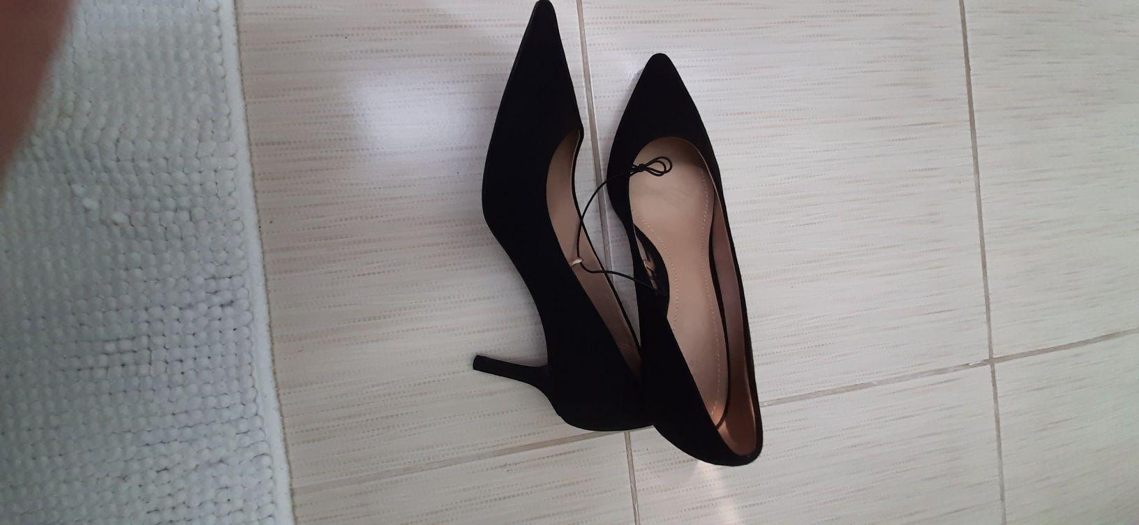 Обувки Н&М черни