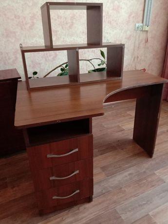 Продам письменный стол с полкой
