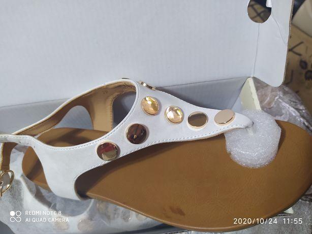 Новые женские сандалии