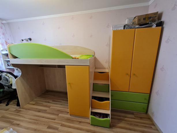 Детская мебель кровать, шкаф.