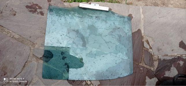 Боковые стекла на Мерседес w210 Авангард