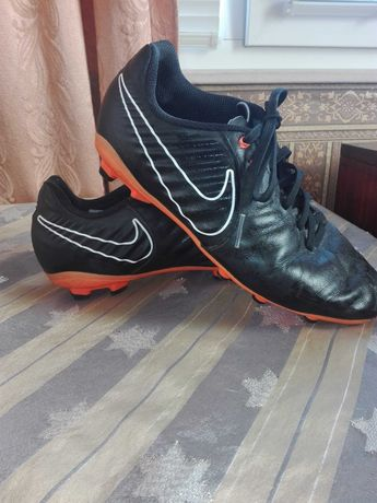 Футболни обувки(бутонки)
