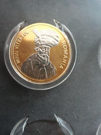 Monedă în baie de aur alb și galben