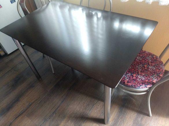 Кухненска маса с дървен плот (не масивно дърво) и хромирани крака