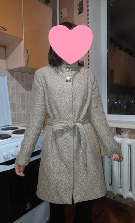 Пальто осеннее красивый