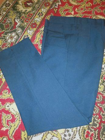 Продам брюки школьные