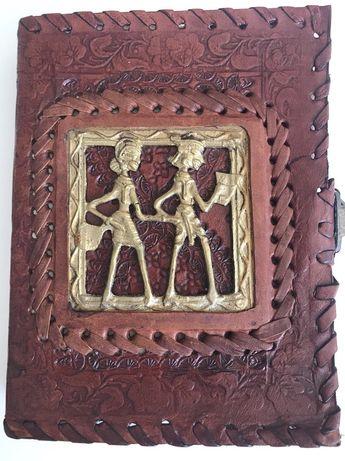 Note book cu copertă din piele și hârtie pergament