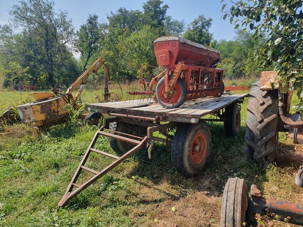 Vand remorca agricola  cu 2 axe dupa tractor