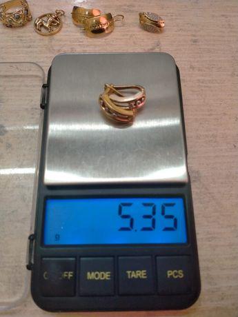 Серьги золотые продаются