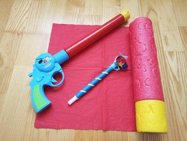 3 jucarii (pistol,mini trompeta si piston) la pretul de 6 lei.
