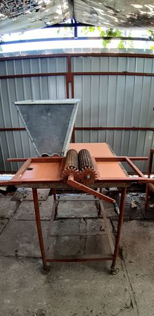 Vând zdrobitor manual pentru struguri