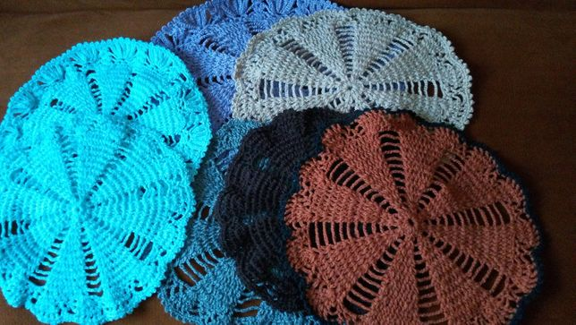 Față de masă / scaun /comoda tricotată/crosetata manual