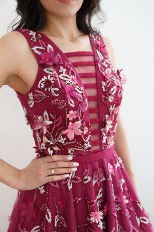 Продается новое вечернее платье с 3D цветочками