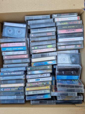 Полная коробка аудиокассет