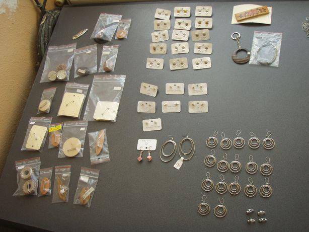 Bijuterii pentru doamne, din lemn, metal, etc... (Elvetia)