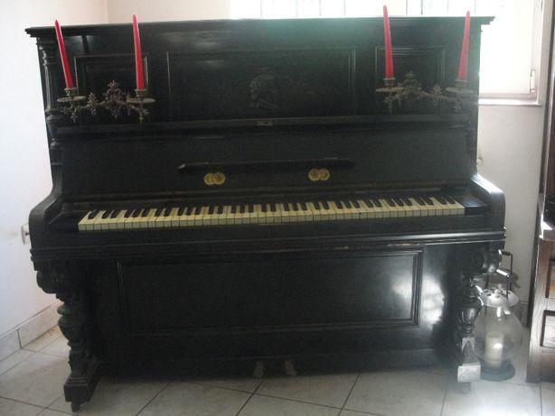 Pianina Barthol Berlin din 1896 medaliată