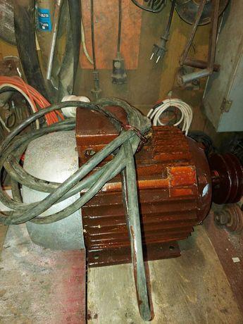 Motor electric de 5,5 kw , 3000 rot/min, cu fulie