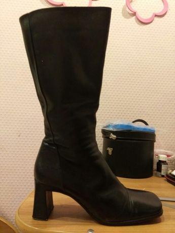 Продаю сапоги кожаные 38-39 размер осенние