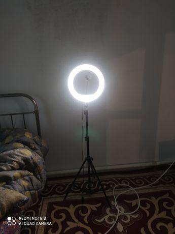 Лампа для видео. Набор. 2 метр штатив, соткадержатель и сам лампа.