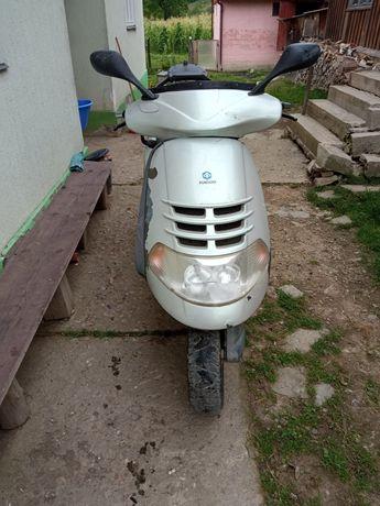 Vând scuter Piaggio hexagon 250cm³
