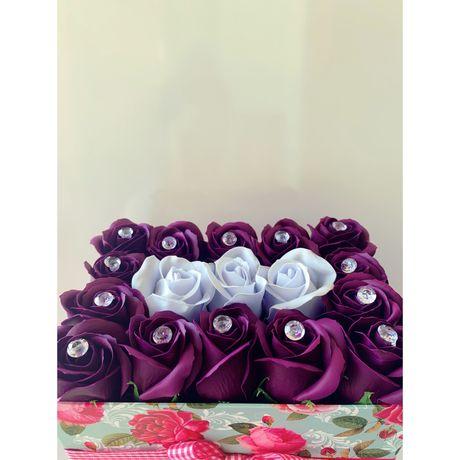 Cutie cu trandafiri din sapun