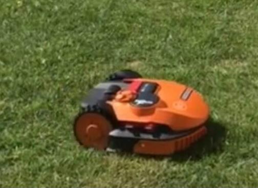 Vând robot de tuns iarba